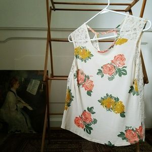 Tops - Floral lace-back tee